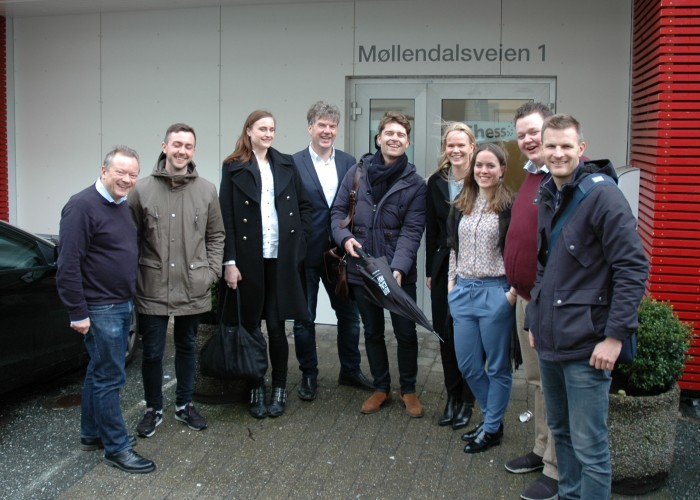 Torbjørn Hansen (CEO Synlighet), Bjørn Even Egge (Grafisk Designer Chess), Maja Huse (Grafisk Designer Chess), Arnulf Røkke (Styreleder Synlighet), Daniel Wiklund (Head of Digital Chess), Cecilie Middelthon-Moe (Marketing Manager Chess), Linn-Therese Vigsø-Holsen (Prosjektleder Synlighet) Andreas Dyngen (Byråleder Synlighet Bergen), Christian Kalvenes( Head of Sales & Marketing Chess)